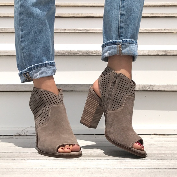 Lucky Brand Shoes - LUCKY BRAND 🍀 Taupe Grey Open Toe Chunky Heels!